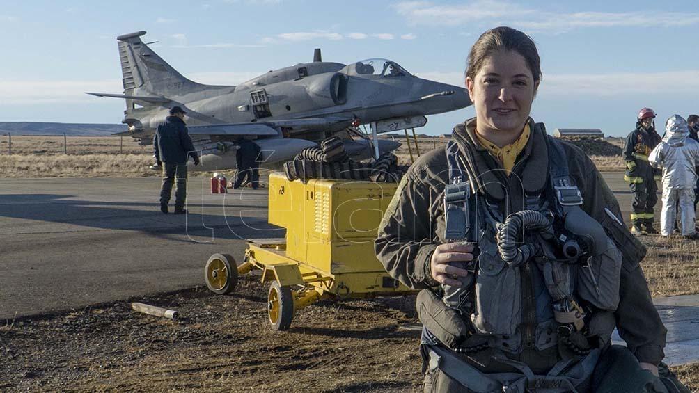 Sofía Vier es la primera mujer piloto de caza del país y cumple funciones en la V Brigada Aérea.